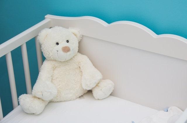 Jakie łóżeczko dla niemowlaka? Czym kierować się przy wyborze łóżeczka dla dziecka?