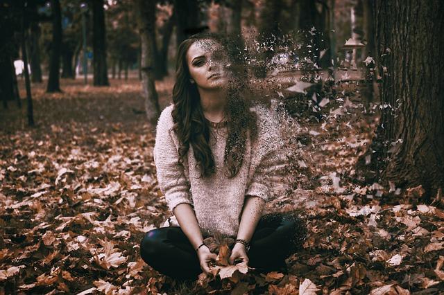 Depresja poporodowa – jakie są jej przyczyny, objawy i jak sobie z nią radzić?